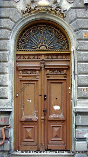 Little Paris doorway, Bucharest