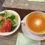 おじさんキッチン楽食ハニープチレストラン ハニー - 金時芋と南瓜のスープ、ミニサラダ