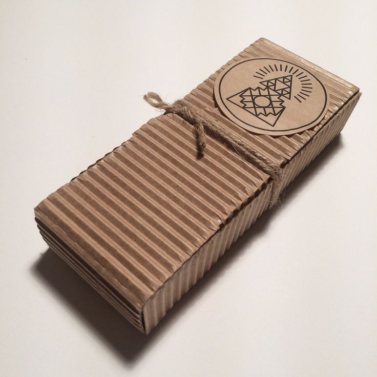 Box with 9 Artisanal incense sticksThe Andean indigenous Bursera Graveolens tree naturally produces aromatic hypoallergenic resin that grows in concentration with age. The value of this sac...