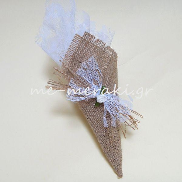 Μπομπονιέρα γάμου λινάτσα με δαντέλα. Με Μεράκι Μπομπονιέρες www.me-meraki.gr  Λ028