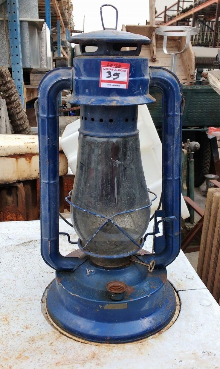 Linterna Antigua  ◘  Antigua linterna de mecha, de color azul. Dispone de un mecanismo de palanca para levantar el cristal y poderla encender. ◘  Ref: R0730  ◘  Realizamos envíos  ◘  Comparte en tu red social   ◘  P.V.P 35€