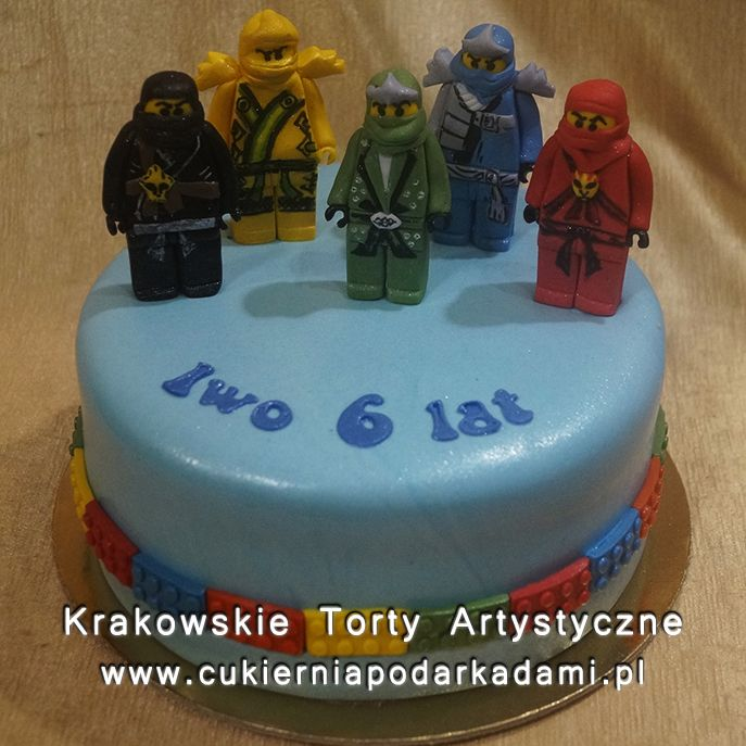 124. Niebieski tort z figurkami Lego Ninjago. Blue cake with Lego Ninjago.