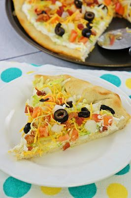 BLT Ranch Pizza ~ The Kitchen Life of a Navy Wife.  It's like a variaiton of a vegtable pizza. IM SO HUNGRY RIGHT NOW!!!!