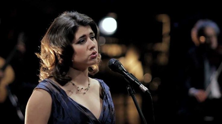 """Madredeus - Ao Longe o Mar com Beatriz Nunes from the album """"Essencia"""". Video recorded Live."""