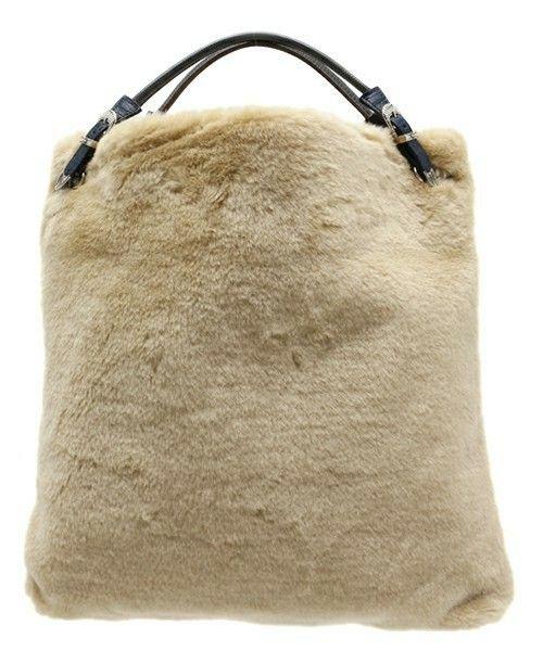 TOGA PULLA,TOGA PULLA ファーバッグです。このアイテムを着ているコーディネートを探すこともできます。