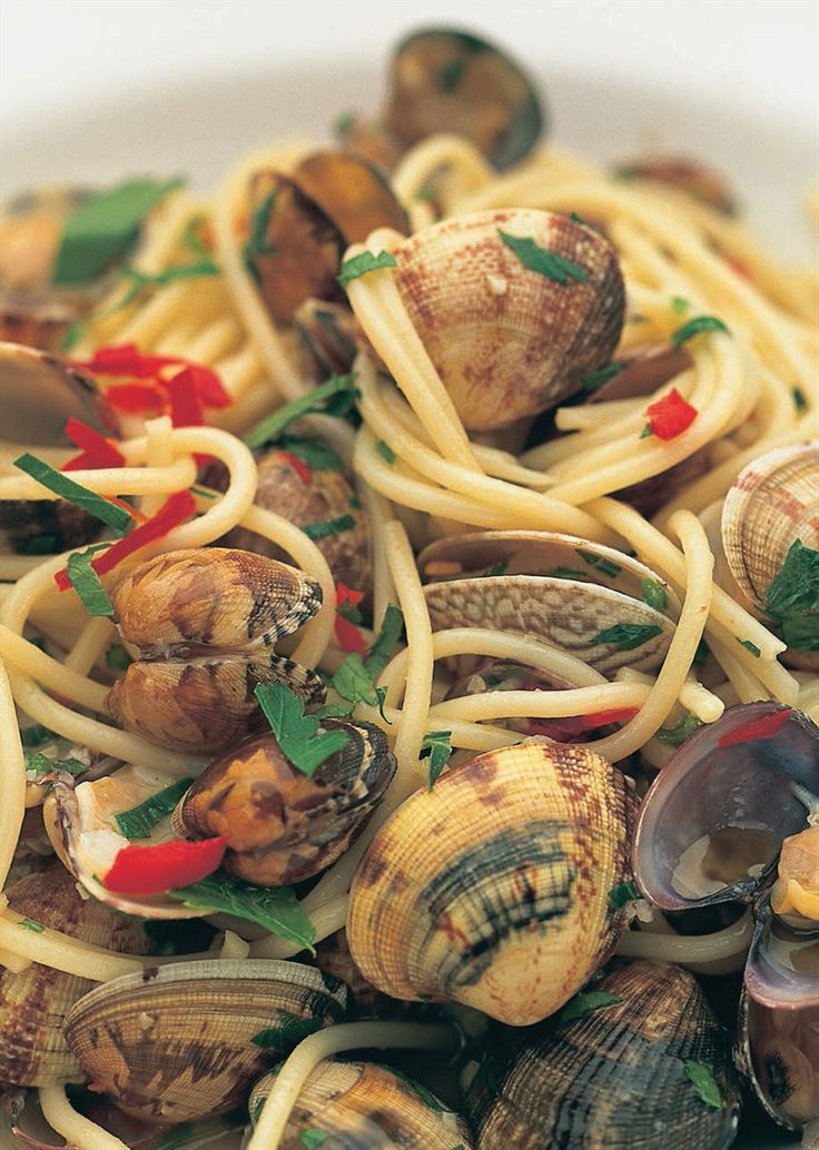 Spaghetti with clams, chilli, parsley and olive oil