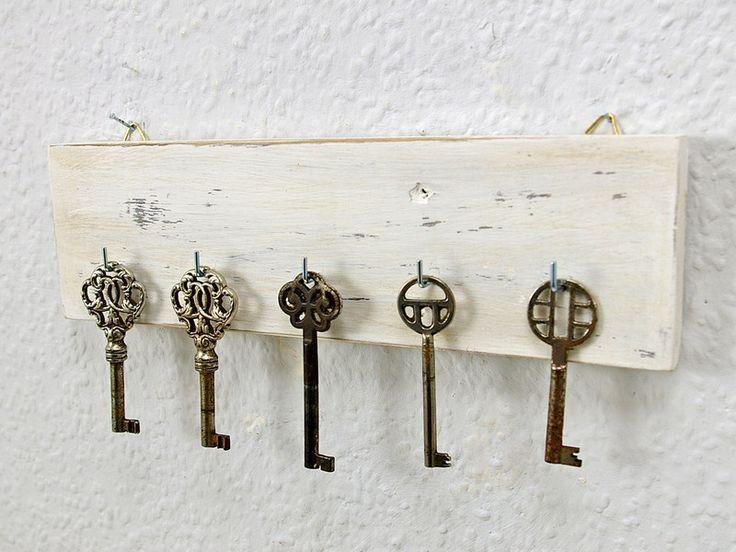 Hakenleiste, Schlüsselbrett, vintage weiß shabby  von Schlueter-Home-Design auf DaWanda.com