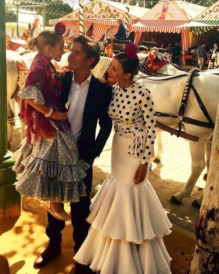 """16.7 mil Me gusta, 172 comentarios - Manuel Díaz """"El Cordobés"""" (@elcordobesoficial) en Instagram: """"A @virtroconis y a mí nos miran con envidia porque vamos con la flamenca más bonita del Real..."""""""
