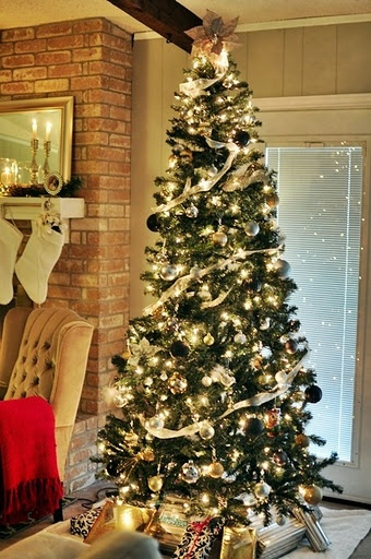 25 best retro ornaments images on pinterest christmas deco christmas decor and christmas for Silver ornaments for living room
