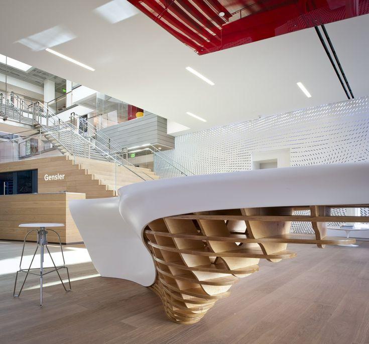 11/06/2013 - Il tavolo SLO_GEN rappresenta il nuovo punto focale della lobby dell'ufficio di Los Angeles di Gensler, ed è il risultato di u
