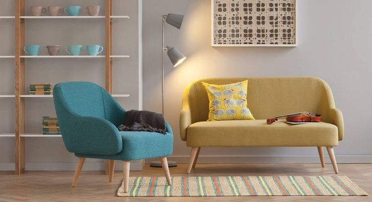 bild wohnzimmer bunt:Wohnzimmer mit schönem Sessel und Couch, Regal, Tasse, Bild, Lampe