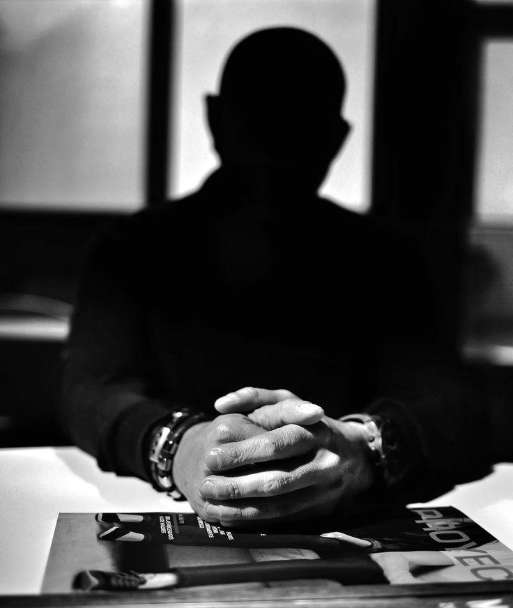 Annonimous portrait #portrait #phottix #mitrosplus #odin que hacer cuando tienes que hacer un retrato para @abc_diario #castillayleon pero no se puede identificar a la persona? Cosas así #bw #blackandwhite #strobist