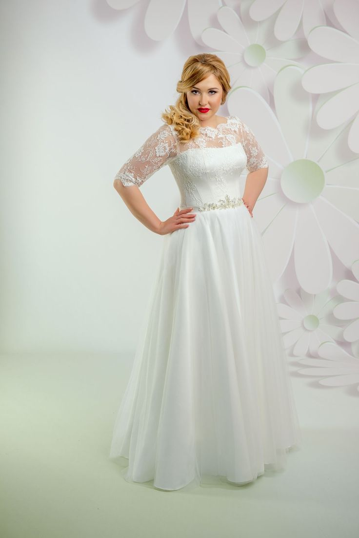 Nádherné svadobné šaty s čipkovaným živôtikom a s 3/4 rukávmi zdobené opaskom