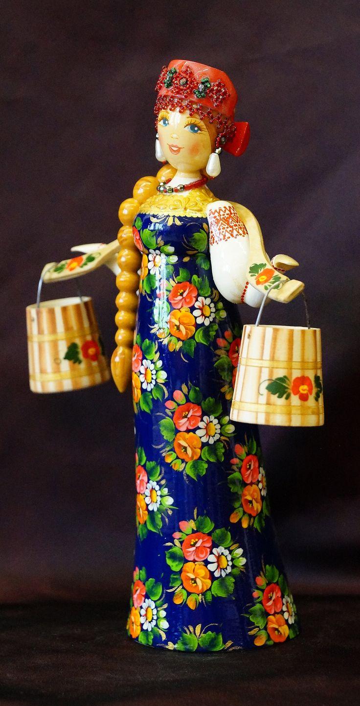 ТВЕРСКОЙ УЗОР - Деревянная кукла в русском национальном костюме c коромыслом