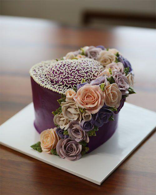 Student's work... heart style buttercream flowercake.  #buttercream #butter #hatbox #buttercreamflowers #flowers #flower #cake #cakes #kissthecake #basket #kissthecook #koreanstyle #koreanbuttercream #instar #rose #roses #roses #heart #케이크 #케익 #플라워케이크 #플라워 #플라워케익 #버터크림 #키스더케익 #키스더케이크 #버터크림플라워케익 #작약 #장미