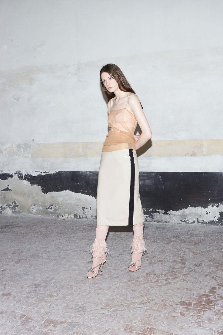http://www.vogue.com/fashion-shows/resort-2018/no-21/slideshow/collection