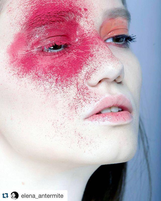 Foto by @elena_antermite  MUAH By Me @beautybykorn @anna_korn  #fashion #editorial #makeup #style #мода #красота #стиль #визажист #vogue #milan #makeupartist #makeupartistworldwide #makeupmilan #trucco #milan #italia #pigment #red #artist #art