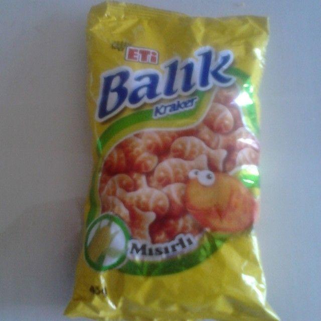 Çocukluğumdan beri değişmeyen kraker: #EtiBalıkKraker . Şimdi süt mısır çeşnili… Mısır çerezlerinden de aşina olduğumuz bu aroma, krakere gerçekten de yakışmış. :)