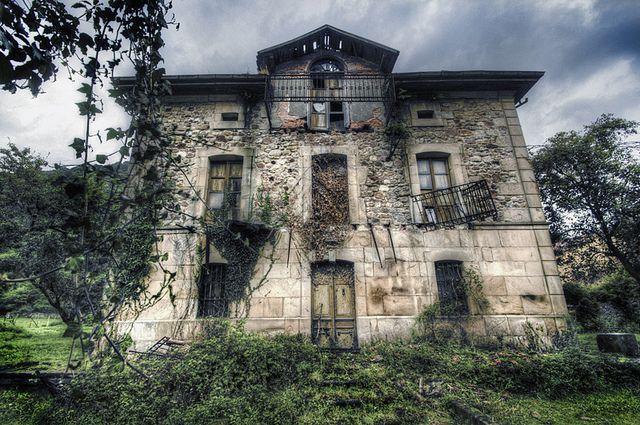 Abandoned house. Treceño, Cantabria. Casa Abandonada by J. A. Alcaide, via Flickr