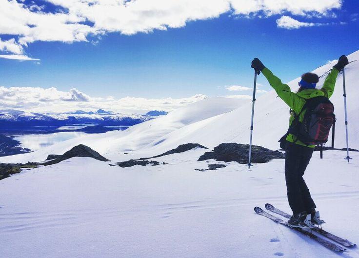 Reach for the sky #skis #topptur #freeride #randonee #randonnée #mountainworld #winterfun #intothewhite