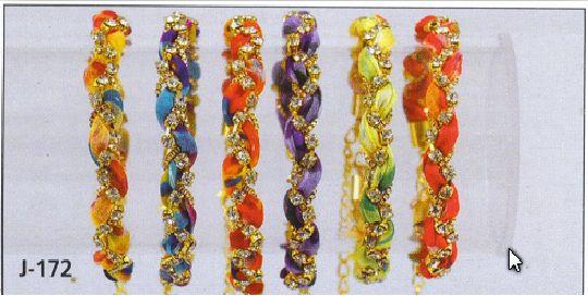 χειροποιητα βραχιολια. για να δείτε όλα τα σχέδια μπειτε στην προσωπικη μου ιστοσελιδα: http://dimitraikonomou.wix.com/dimitrakosmima1