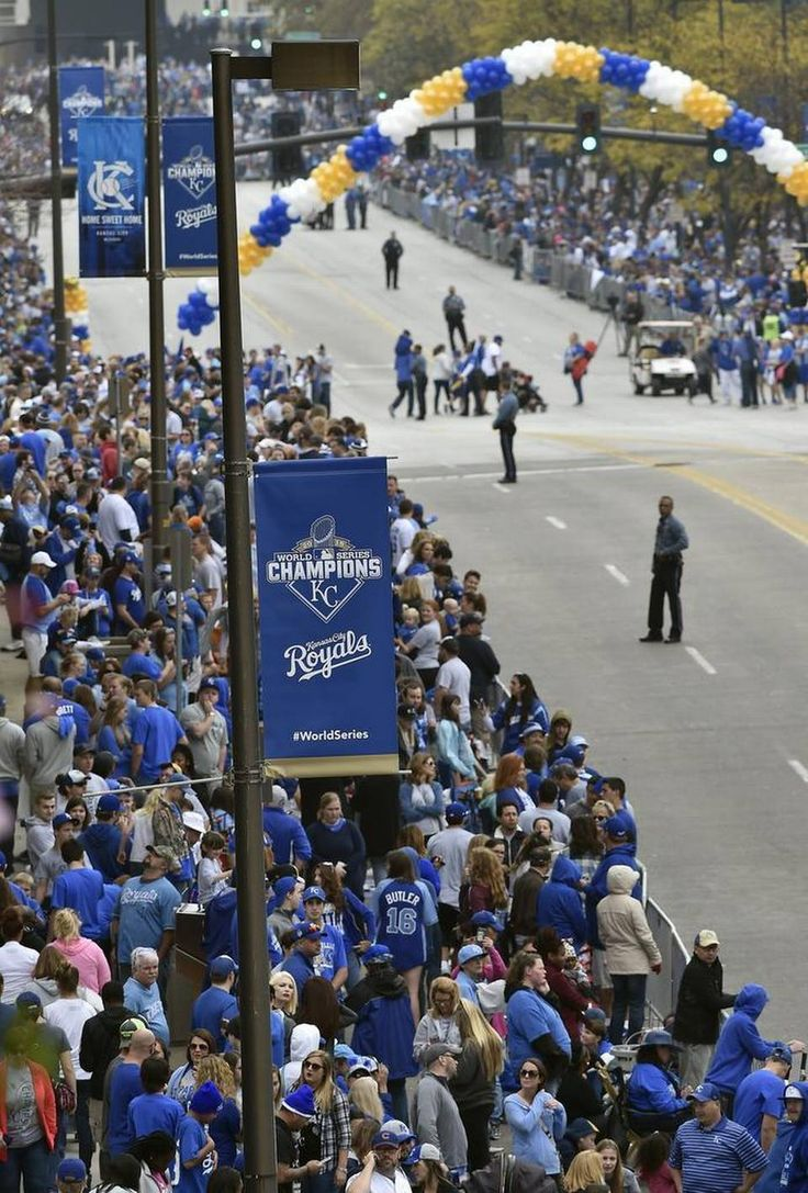 Hundreds of thousands of fans filled downtown to watch the kansas city royals world series victory