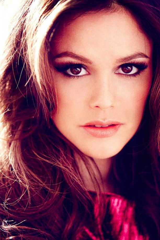 RACHEL BILSON HART OF DIXIE HOLLYWOOD BOMBSHELL MARIE CLAIRE MEXICO COVER STAR STORY CAT EYE LINER BEAUTY VOLUME HAIR THICK LASHED EYELASHES...