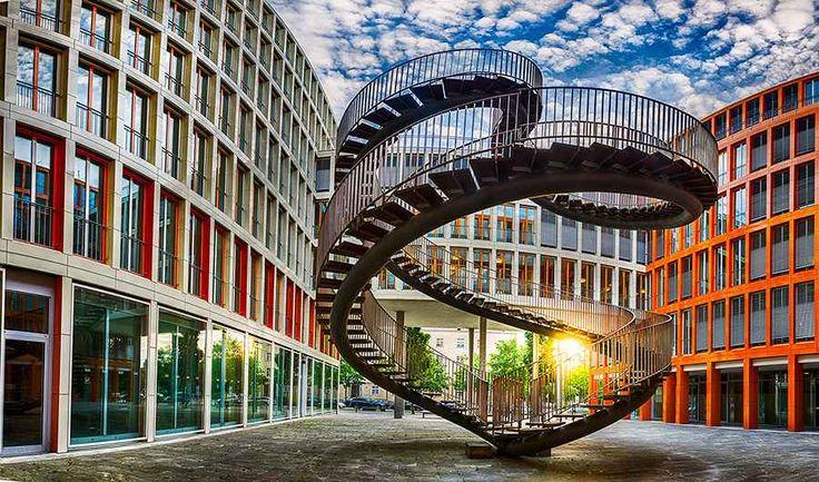 """Le scale più originali del mondo - """"Scale?"""" - """"Mmmm no..."""" - """"Scale o Ascensore?"""" - """"Ascensoreeee"""". - """"Vivo al quinto piano senza ascensore"""". Espressioni di questo genere ci fanno aver paura e odiare le scale.  Però no dai, non  #scale #architettura #habitissimo #design"""