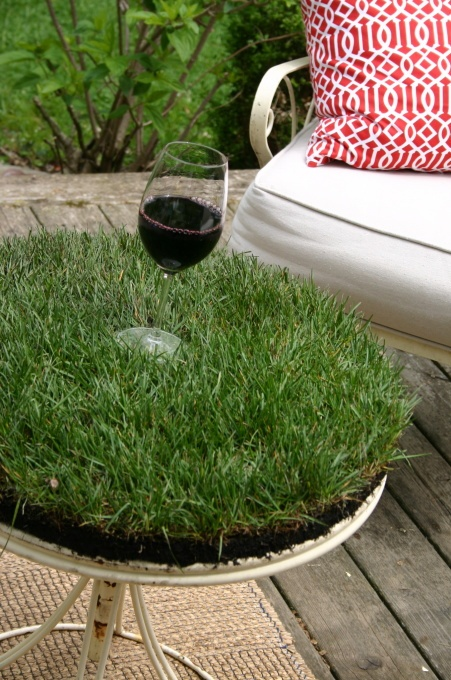 Sod topped table