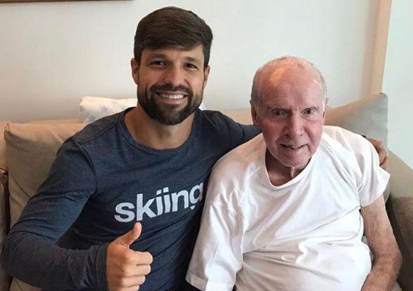 Recuperando-se de lesão meia Diego do Flamengo visita Zagallo: Lenda