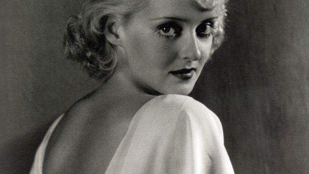 La moda degli anni '30 e il trionfo delle forme femminili