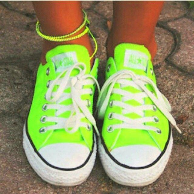 Neon Converse. NEED.