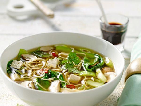 Noedelsoep met paddenstoelen en tofu - Libelle Lekker!