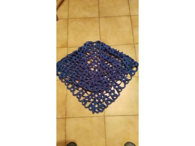 scialle creato a mano in pura lana, utilizzabile anche nella media stagione. Pubblica anche tu le tue creazioni su www.ricicloshop.com