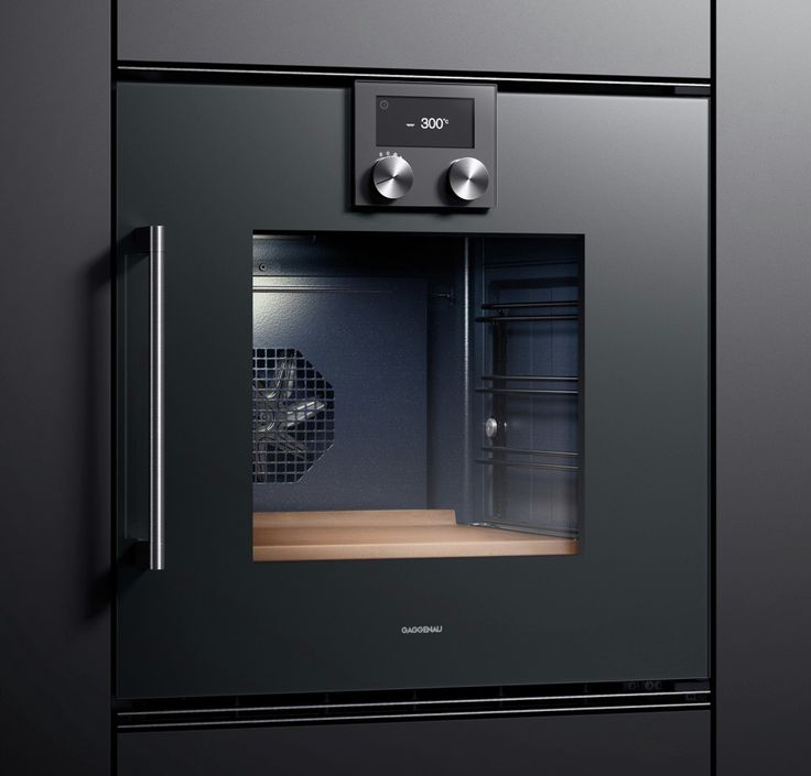Oven 200 Series - The BOP 250/BOP 251 has the widest range of features of the ovens in the 200 series. It offers more than 13 different heating methods and the TFT touch display allows intuitive operation of all functions. The core temperature probe switches off the oven automatically when your roast or fish reaches the desired temperature. The heated baking stone, which comes as a special accessory, allows you to produce the perfect pizza, bread and pastries.