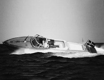 Ταξιδεύουν στη γαλλική Ριβιέρα, το Μονακό, το Portofino τα σκάφη J Craft συνεχίζουν την κοσμοπολίτικη παράδοση. Κατασκευάζονται από τη σουηδική φίρμα στο νησί Gotland στη Βαλτική. Κάθε σκάφος σχεδιάζεται bespoke ανάλογα με τον πελάτη. Μπορούν