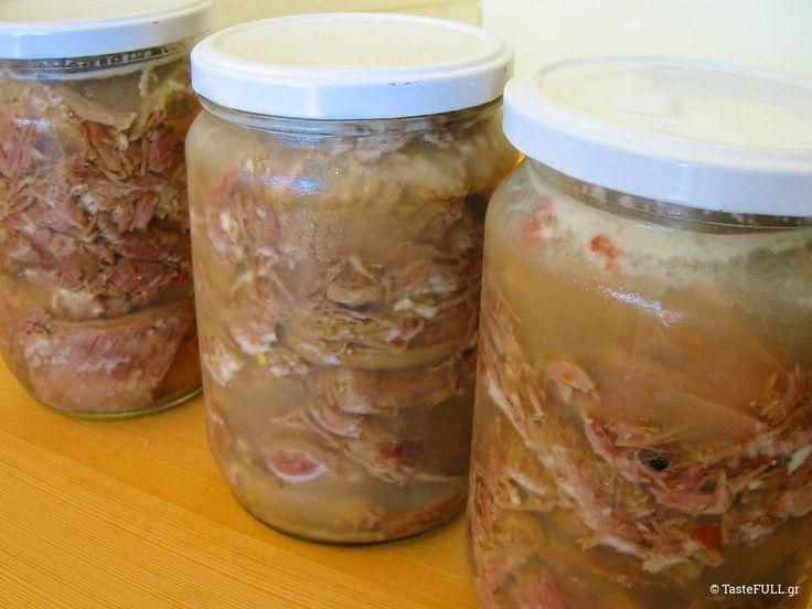 Διαβάστε γιατί είναι πολύ χρήσιμο να έχουμε βραστό κρέας κονσέρβα διαθέσιμο και πως να μαγειρέψετε σούπα από γίδα, δηλαδή μεγάλη κατσίκα