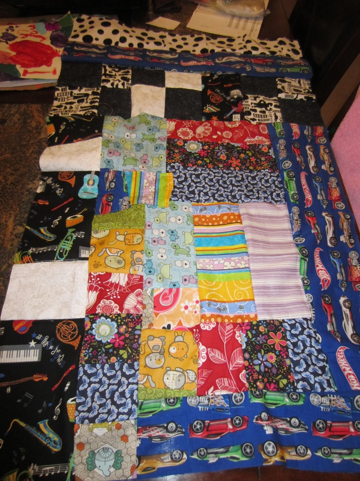 Crazy Quilt, no pattern, just use the fabric you have! good ideas Pinterest Quilt, Fabrics ...
