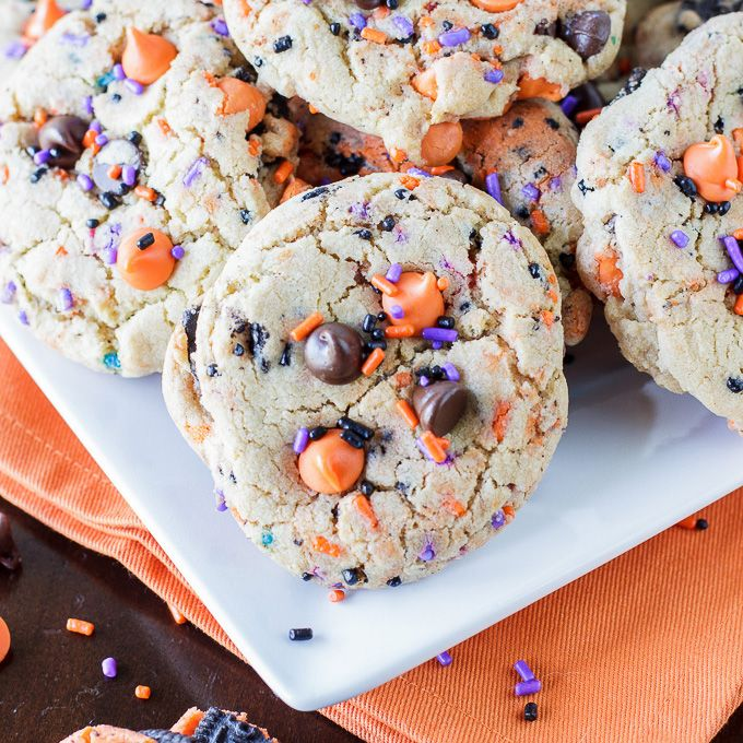 A recipe for Oreo funfetti cookies. A delicious cookie loaded with chocolate chips, Oreos, and sprinkles.