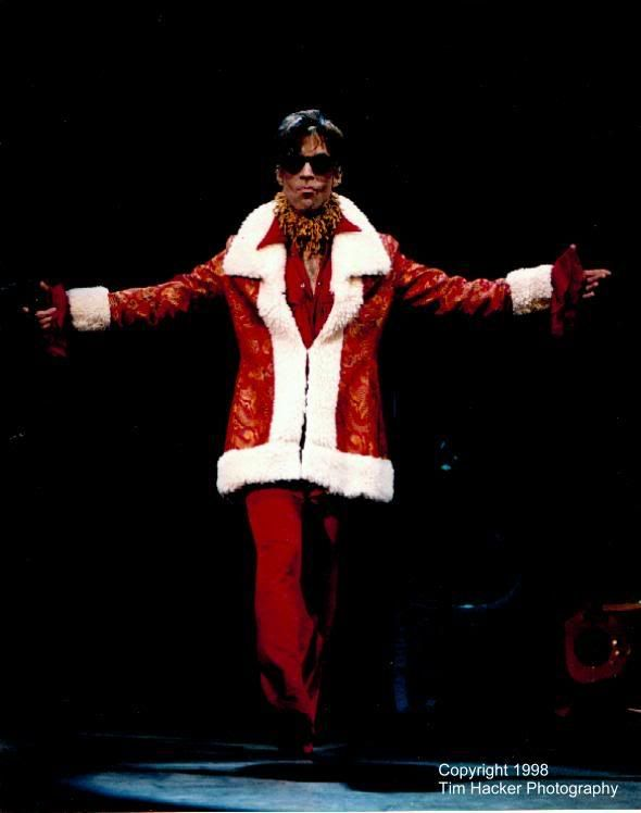 "Prince : ""Santa says Hi... & Merry X-mas 2 all Org'ers"" (2 Pics)"