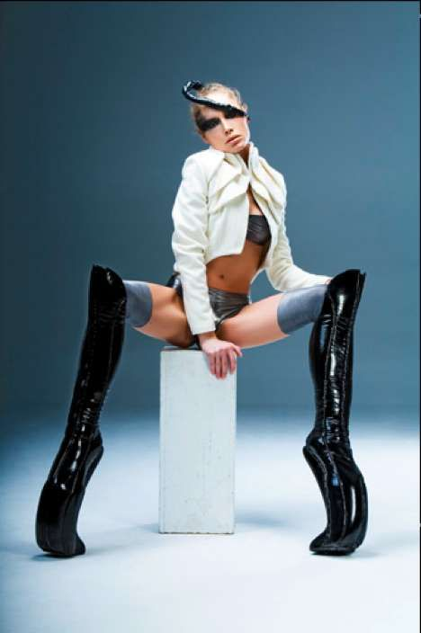 Sky-High Space Shoes - Kronier Creations Footwear is for Futurists & Fashionistas Alike (GALLERY)