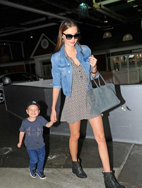 likemirandakerr: Miranda and Flynn heading to a photo studio in NYC 31.5.13  OMG! Flynn, hahaha <3