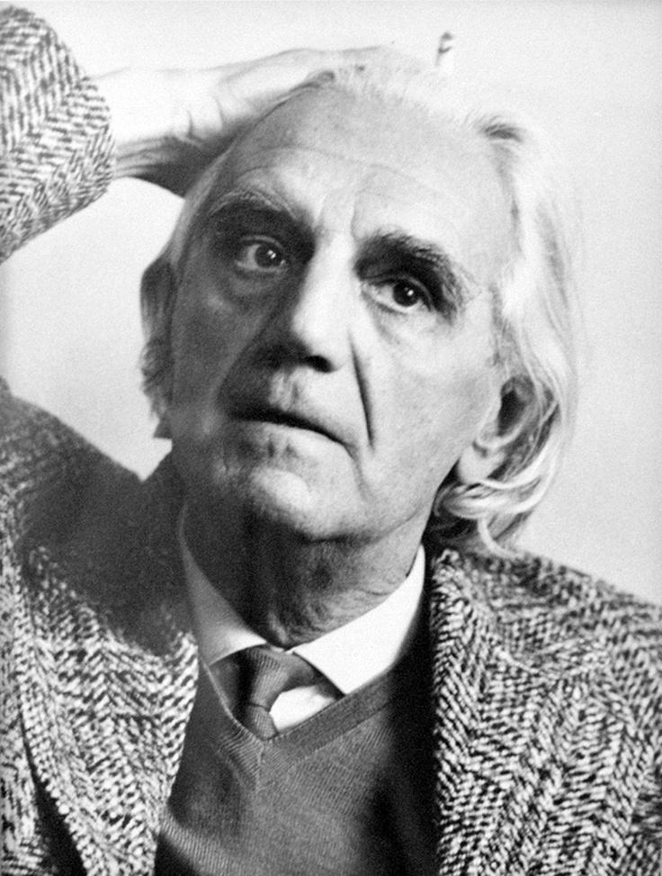 Ottlik Géza (1912-1990) író, műfordító. A magyar intellektuális próza kiváló alkotója. Kiemelkedő tudású bridzsversenyző, többszörös magyar bajnok és válogatott, valamint világhírű szakíró, a bridzs-játék megújítója volt.