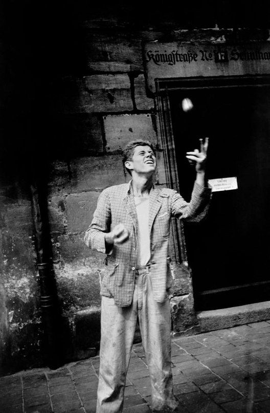 Джон Кеннеди жонглирует, Нюрнберг, 1937
