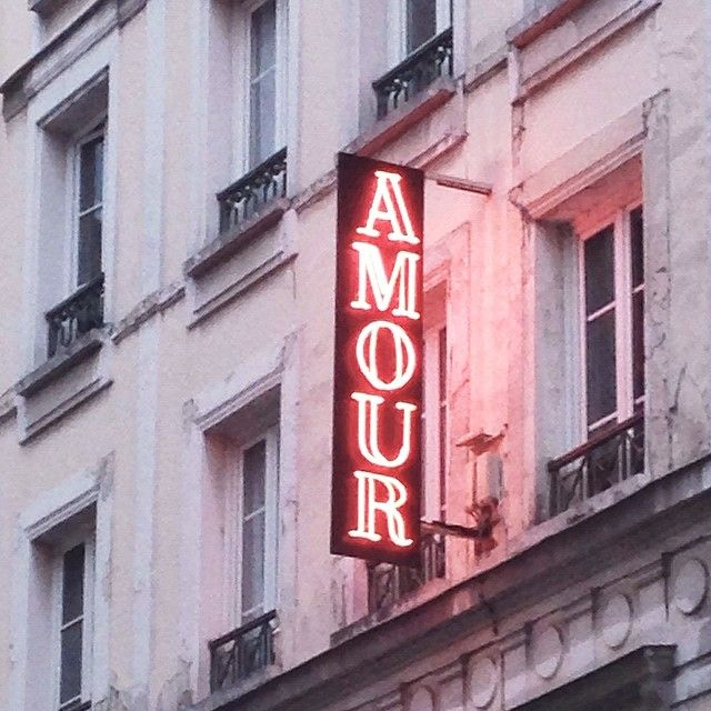 foreverchampagneiglikes:@chroniclebooks @missmattingly I can't walk by this without thinking of you. #paris #love #jetaime #amour #pink #parisfrance #hotel by nicholerobertson http://ift.tt/1GPuXxJ: