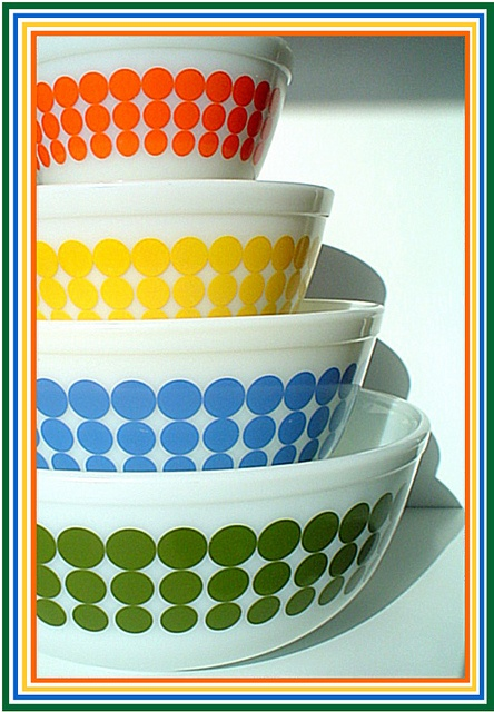 Vintage pyrex mixing bowls...I already have a set, but always have my eye out for them