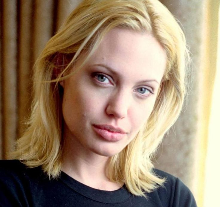 Young Angelina Jolie With Blonde Hair Angie Pinterest
