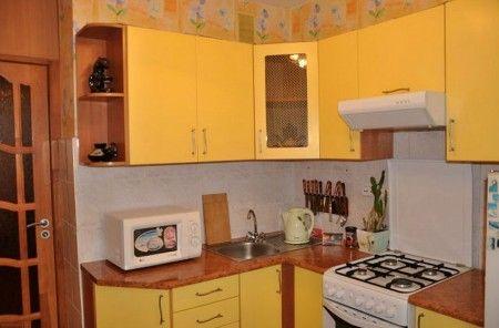 Угловая кухня: фасады мдф плёнка пвх, с плоской вытяжкой