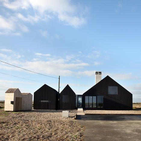 Ideas for creating a shingle house with this design by NORD Architecture, the Shingle House in Dungeness, Kent, England.
