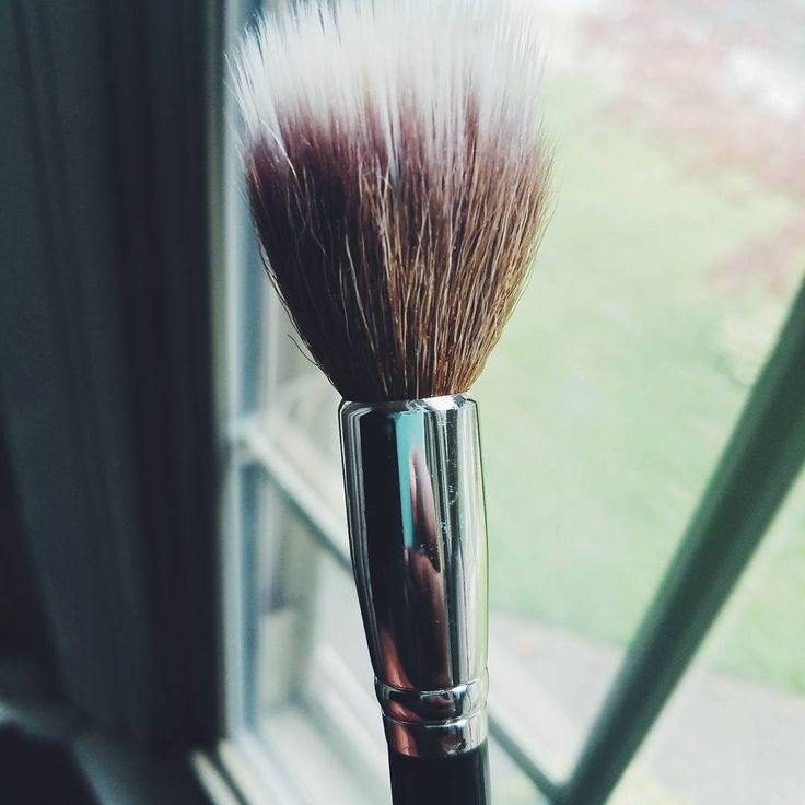"""Brush Update!  So lets talk about the Mac 139 brush. Also called the tapered, duo fiber brush, this brush was introduced during Mac's """"Haute Dogs"""" collection.  Featuring unbleached, natural goat hair, along with synthetic fibers, this brush is really good for liquids and cream products. The shape of this brush allowed for the most beautiful, delicate finish when you let it just graze the skin.  I just wish this little guy went discontinued so I could stock my kit with them ������…"""